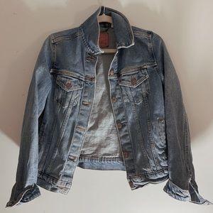 Woman's denim Levi's jacket